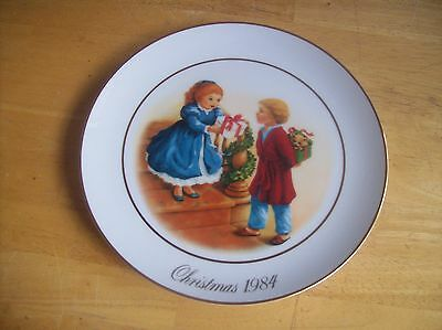 1984 Avon Christmas Memories Celebrating The Joy Of Giving Plate In Original Box