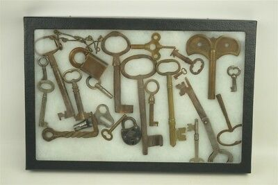 Antique & Vintage Mixed Lot Cast Iron Brass Metal Key/Lock Collection 22 Pieces