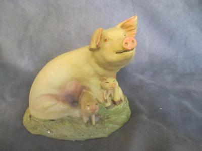 B8  Aynsley Master Craft - Mother Pig with Babies Figurine