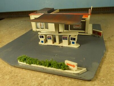 N Scale 1950's ESSO GAS STATION     (weathered & Detailed)