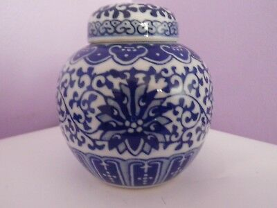 VINTAGE CHINESE BLUE & WHITE FLOWERS & LEAVES DESIGN GINGER JAR/POT 9.5cms tall