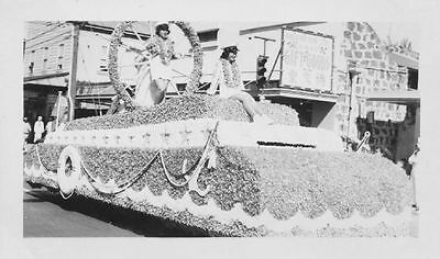 1940 Pretty  Navy Girls on float Hawaii Parade Photo