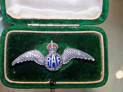 CHARMING c1940's VINTAGE WW11 ENAMEL RAF WINGS SWEETHEART BROOCH SHAWL LACE PIN