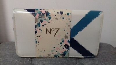 Brand new Boots Seven essentials from the no. 7 range gift set