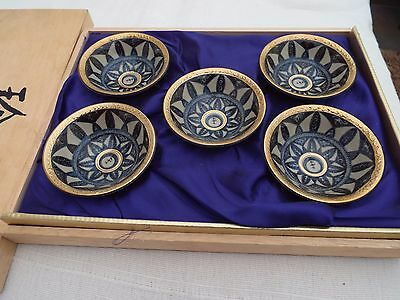 Set Of Five Oriental China Pottery Tea Bowls In Wooden Presentation Box
