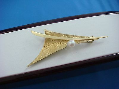18K Yellow Gold Elegant Vintage Brooch With A Natural Pearl, 5 Grams