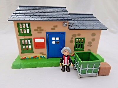 Greendale Post Office With Mrs Goggins, Parcel & Parcel Trolley From Postman Pat