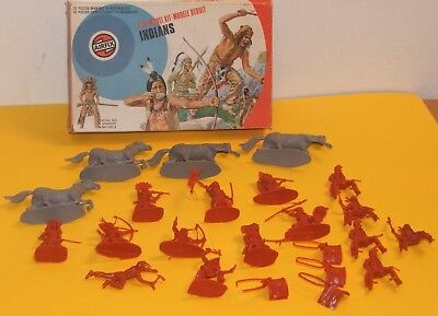 VINTAGE AIRFIX AMERICAN INDIANS / COMPLETE SET WITH BOX / 1/32 Scale 1975
