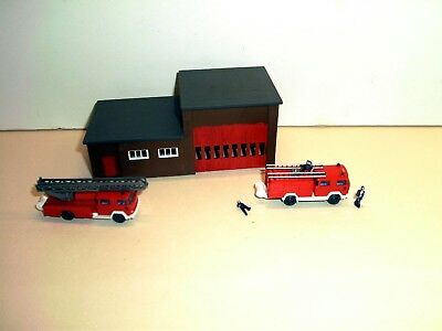 N Gauge Modern Fire Station with 2 Fire Engines & 3 Figures