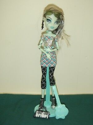monster high doll rock star with stand and accesories