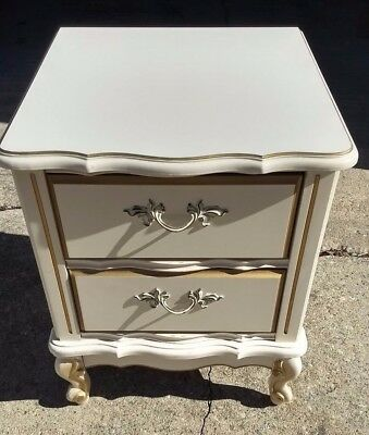 FRENCH PROVINCIAL NIGHTSTAND SIDE TABLE CUTE 1970's Ex Shape Q Anne Brass 2 Drw