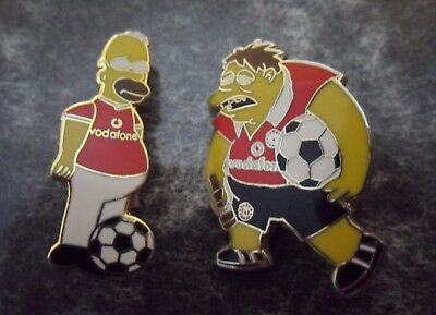 2 x The Simpsons MANCHESTER UNITED F.C. Lapel Crest Pin Badges MUFC HOMER Barney