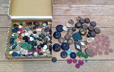 Good Lot Of Vintage Buttons, Bakelite, Casein, Glass And More