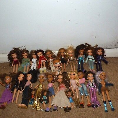 joblot bundle bratz dolls 25 dolls plus extra clothes, cars & carriage & Horses