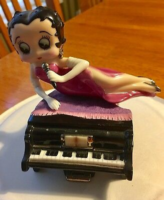 Betty Boop Baby Grand Salt & Pepper Shakers 2000 The Franklin Mint