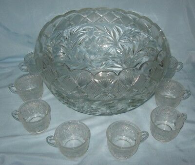 LE Smith Holiday Punch Bowl with 17 Cups