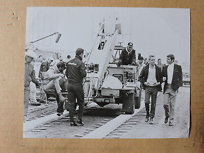 Paul Newman Robert Wagner and camera crew candid production photo 1969 Winning