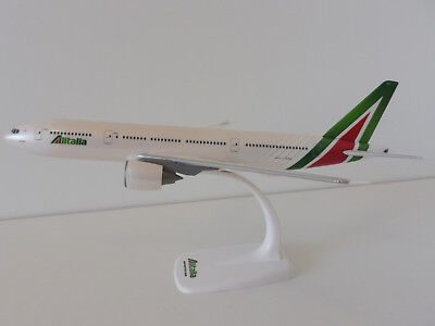 Alitalia Boeing 777-200 1/200 Herpa SNAP FIT 610957 777 NEW Colours