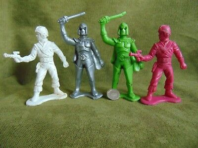 Vintage Space Plastic Figures Unknown 110mm TALL X 4