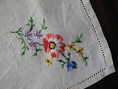 Vintage hand embroidered linen napkin with lovely flower detail so pretty