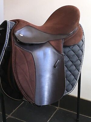 """Thorowgood saddle T4 Saddle 17"""" Brown changeable gullet"""