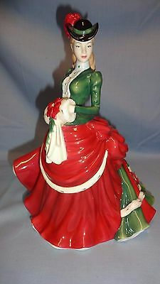 Attractive Royal Doulton Figure/figurine - Hn5109 Winter Elegance