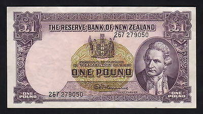 NEW ZEALAND P-159d. 1 Pound (1956-67) - Fleming..  with Thread..  gEF - Crisp