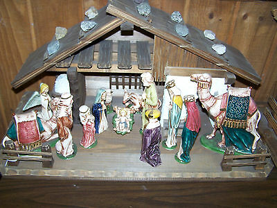 13 Porcelain figures with Handmade Wood Stable - Made in Italy from Demetz-Deuer