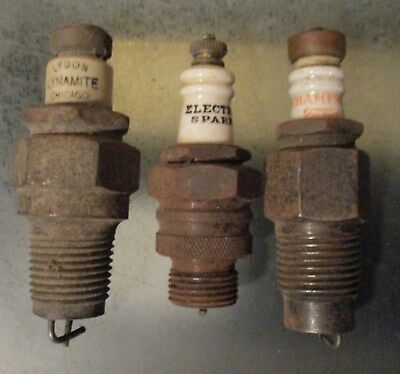 Lot of 3 Old Spark Plugs LYDON LYNAMITE ELECTRO SPARK & CHAMPION FORD