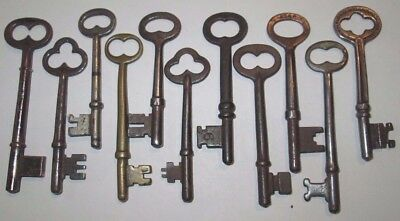 lot of 11 VINTAGE SKELETON KEYS LOCK DOOR ANTIQUE key MORE KEYS LISTED