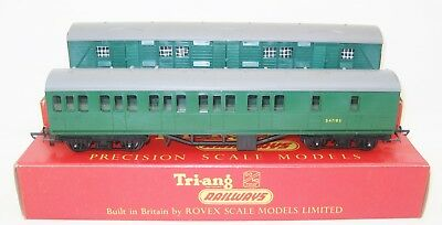 Tri-Ang Hornby - Two Coaches - Suburban Southern Area