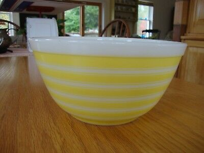 Vintage Pyrex Glass Mixing Bowl Yellow White Striped 1.5 Quart #402 Usa Euc