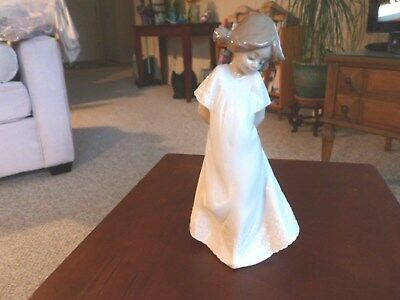 PORCELAIN NAO YOUNG WOMAN FIGURINE #1109 SO SHY by LLADRO