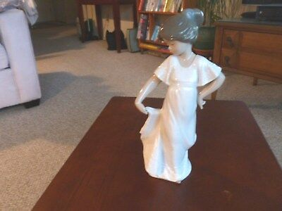 PORCELAIN NAO  FIGURINE #1110 DANCING GIRL by LLADRO