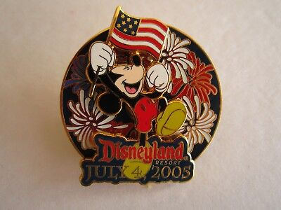 Disneyland 3D Pin w/Movement Mickey Mouse Flag Fireworks July 4 2005 LE 1500