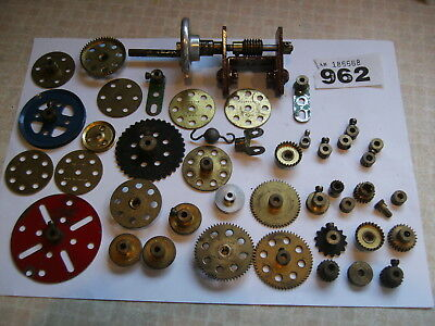 VINTAGE BRASS  MECCANO PULLEYS WORMS CRANKS COGS GEARS SPROCKETS ETC - Job lot