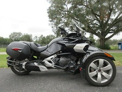 Can-Am Spyder F3  2016 Can-AM F3, TRIKE, ONE OWNER, HARDBAGS, SWEET RIDE, COOL