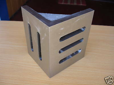 """6""""X5""""X4-1/2"""" Slotted Webbed Angle Plate"""