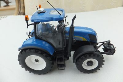 UNIVERSAL HOBBIES NEW HOLLAND T6090 1/32nd SCALE MODEL TRACTOR FARMING