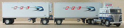 "Dcp ""rfl""  K100 W/double Pup Reefer Trailers 1/64 Die Cast 33490"