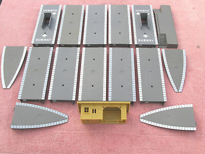 Hornby: 15 Various Platform Sections & A Waiting Room - All In V. G. Condition