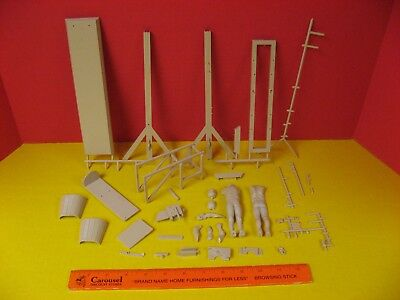 1964 Aurora Madame Tussaud's Chamber Of Horrors Le Guillotine Model Kit Parts