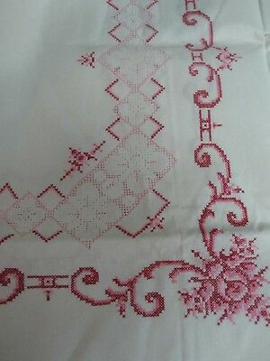 VINTAGE WHITE LINEN TABLECLOTH w HAND STITCHED EMBROIDERED FLOWERS & LACE 49x68