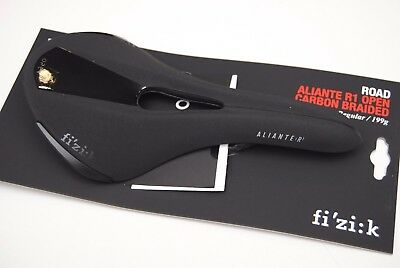 Sella Fizik ALIANTE R1 OPEN Regular 143mm Braided Carbon Black Matt/SADDLE FIZIK