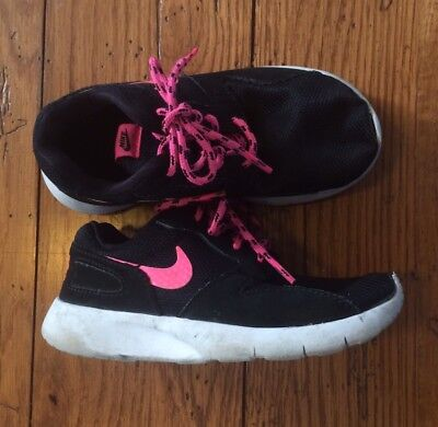 Girls 11C Nike Sneakers Black & Pink Tennis Shoes Good Pre-Owned Condition (32)