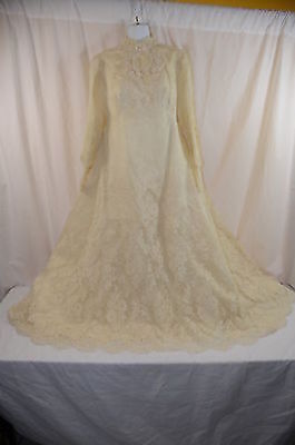Saks Fifth Avenue Bead & Lace Floral Cream Antique Wedding Gown in Box 968-3