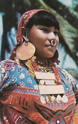 Postcard - Panama / Typical Indian woman from the picturesque Islands of San Bla
