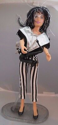 1987 Hasbro Jem and the holograms - Jetta doll - Complete outfit & stand. Nice!