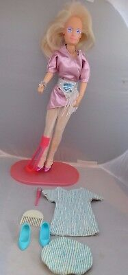1986 Hasbro Jem and the Holograms - Jem / Jerrica doll, clothes. Earrings work!