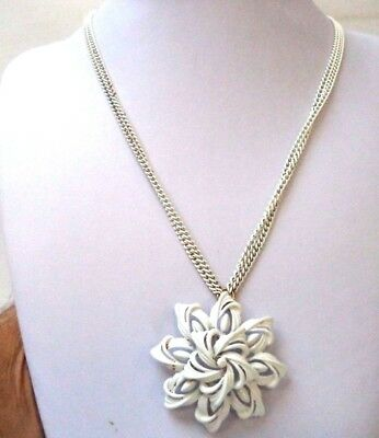 "Stunning Vintage Estate Signed Monet White Textured Flower 34"" Necklace!!! 7972J"